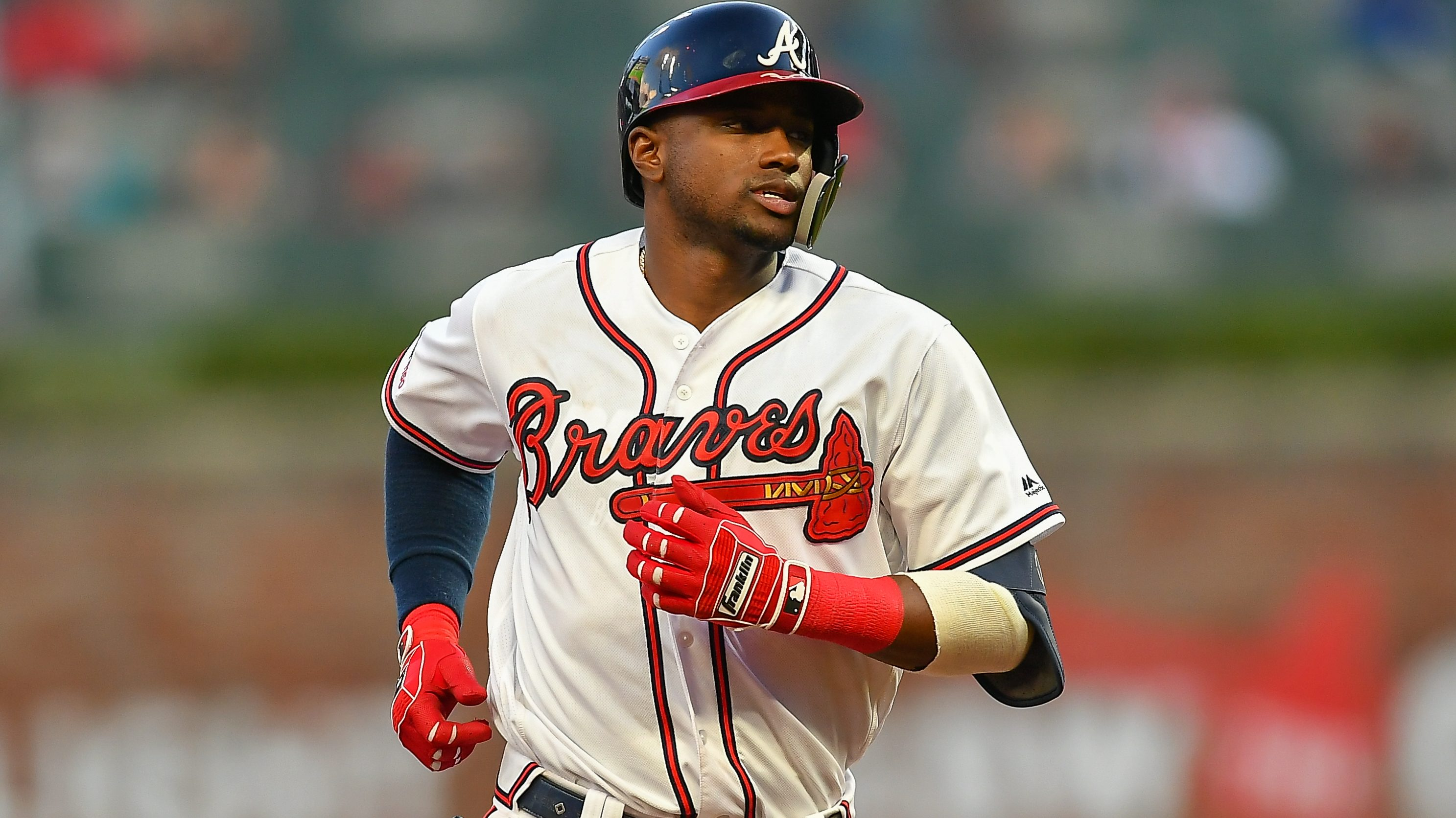 Adeiny Hechavarría rejoins Braves on one-year, $1 million deal