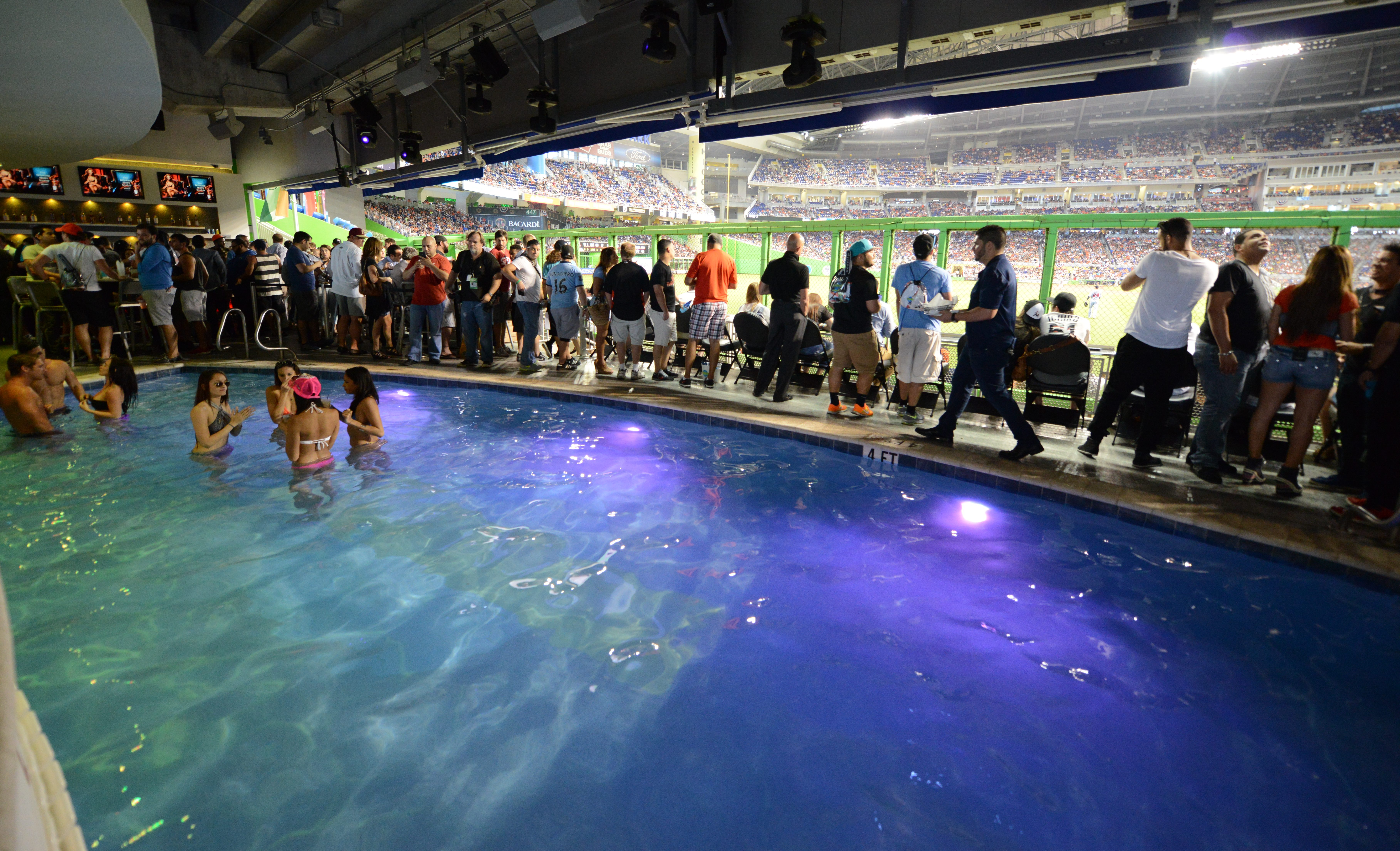Download Tampa Bay Stadium Pool