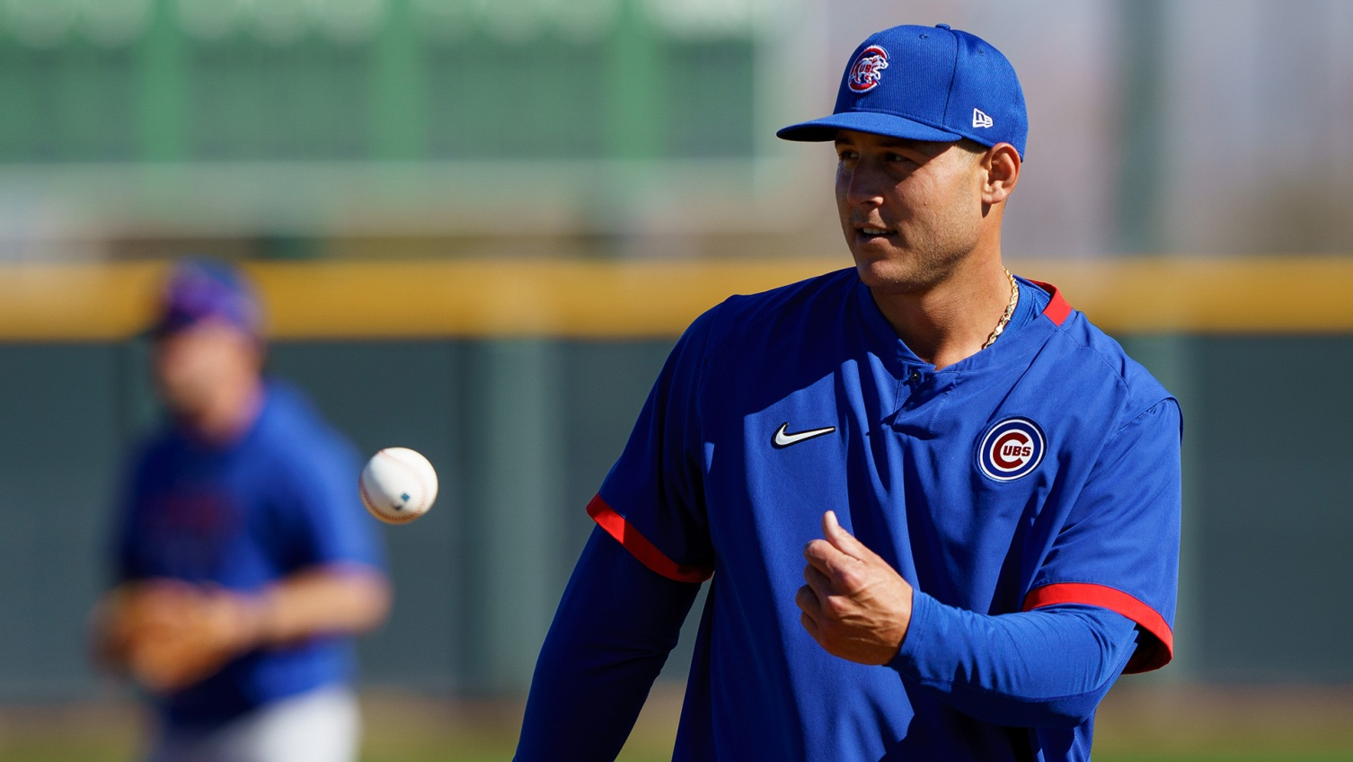 Cubs' Anthony Rizzo leaves game with lower back tightness