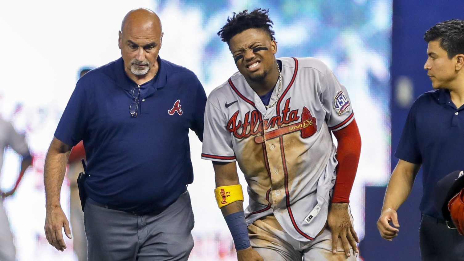 Braves' Acuña Jr. carted off with apparent right leg injury