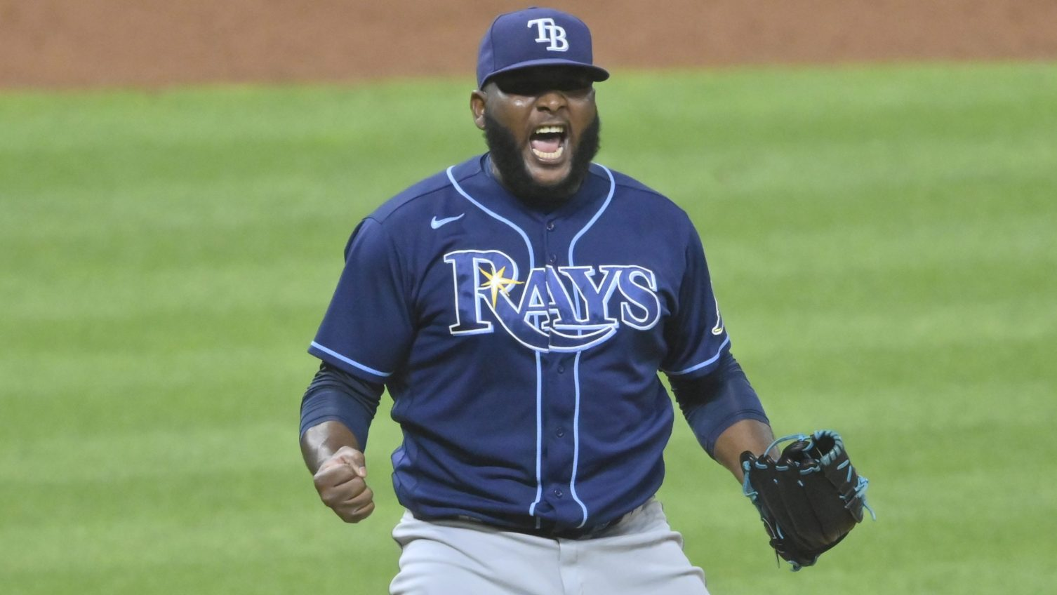 Mariners acquire RHP Diego Castillo from Rays for two players