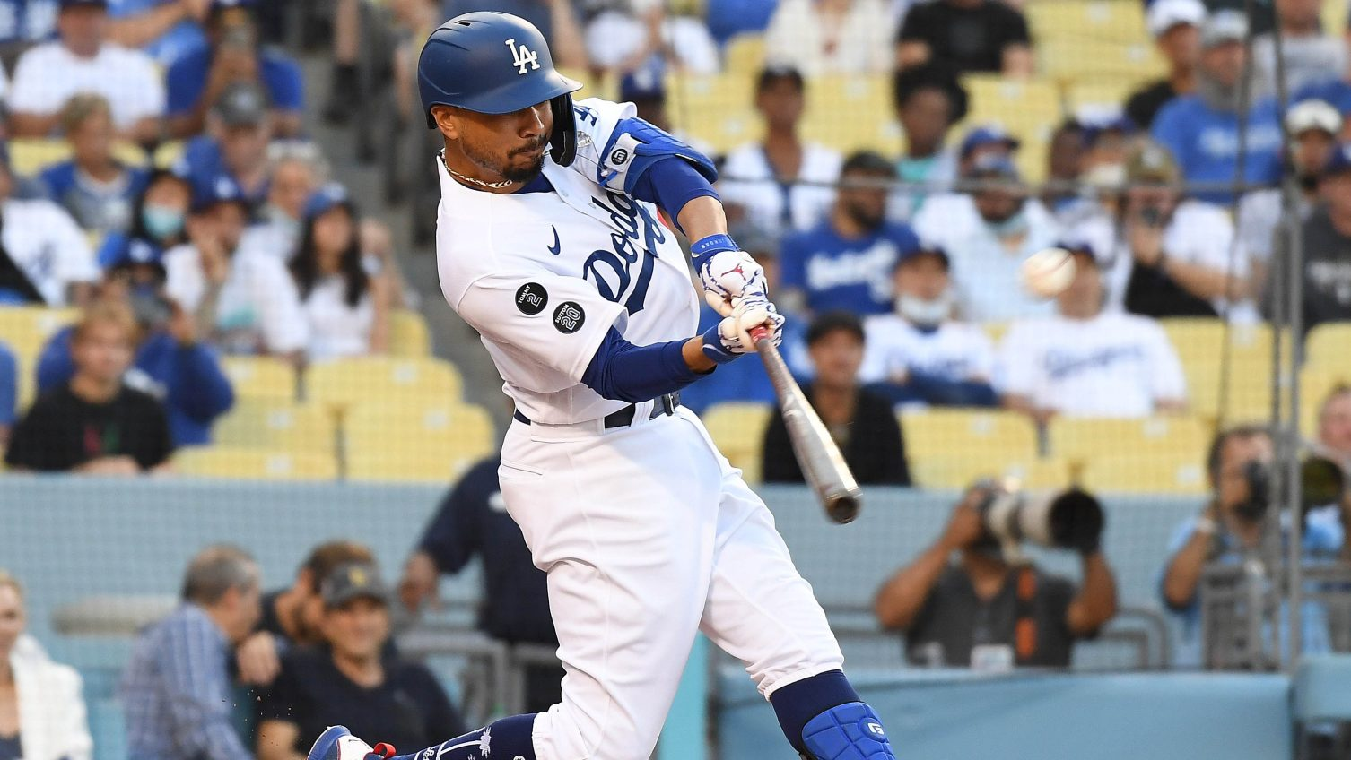 Dodgers place Betts on IL with sore hip