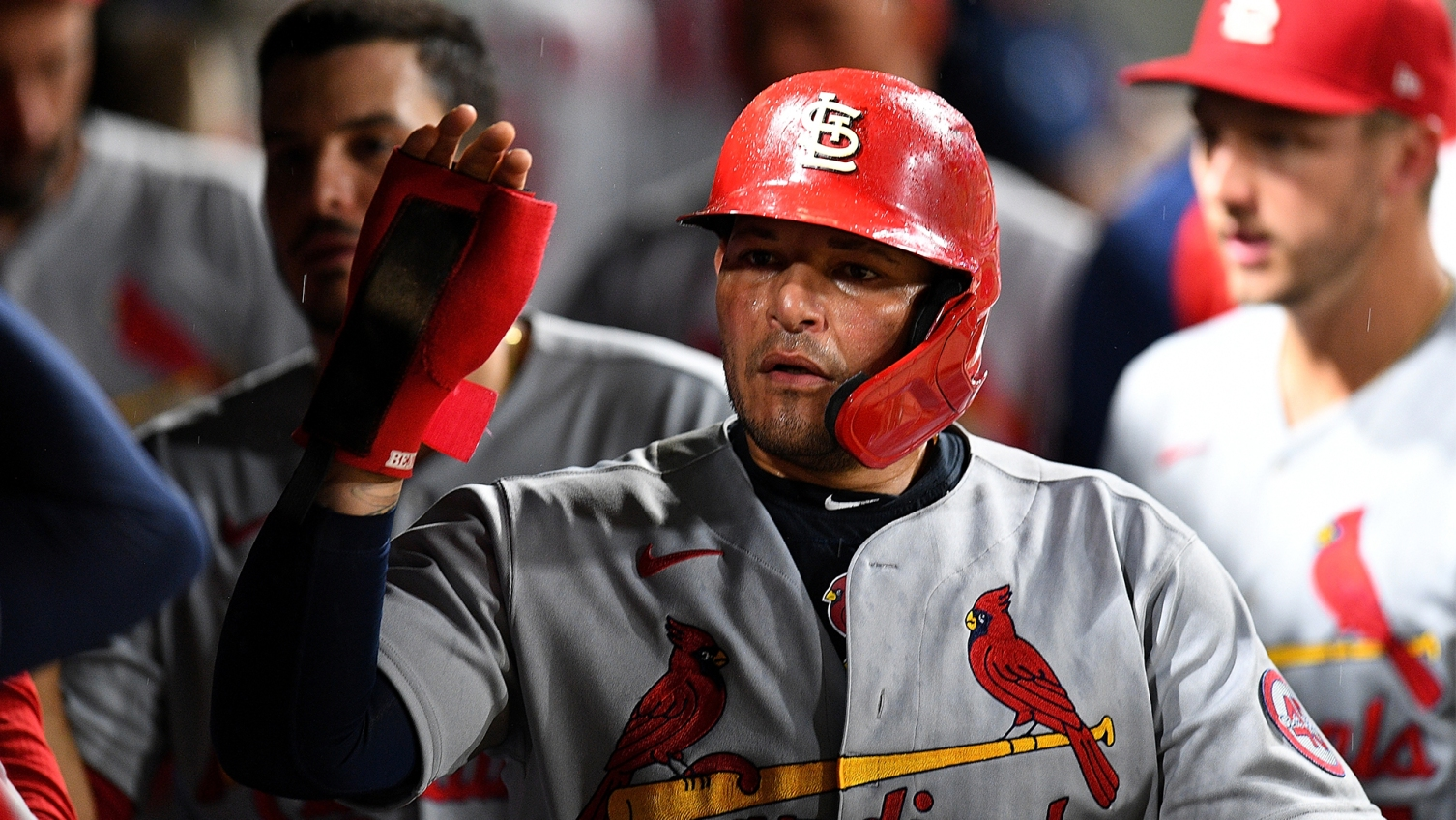 Yadier Molina agrees to 2022 contract with Cardinals